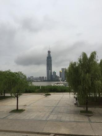 Construyendo uno de los edificios más altos de Asia