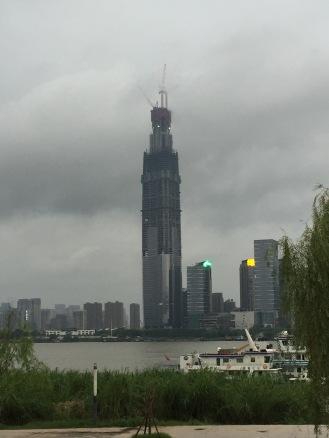 Visión más de cerca de uno de los edificios más altos de Asia